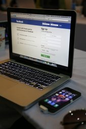 facebook w laptopie